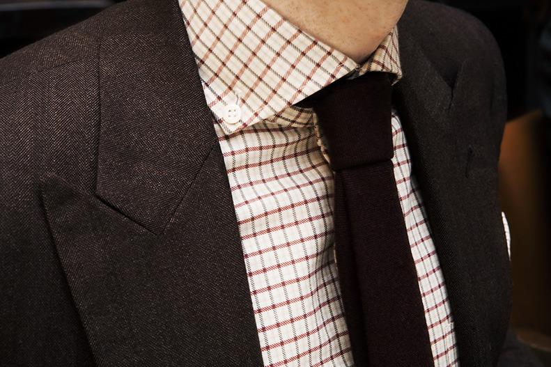 spread collar.