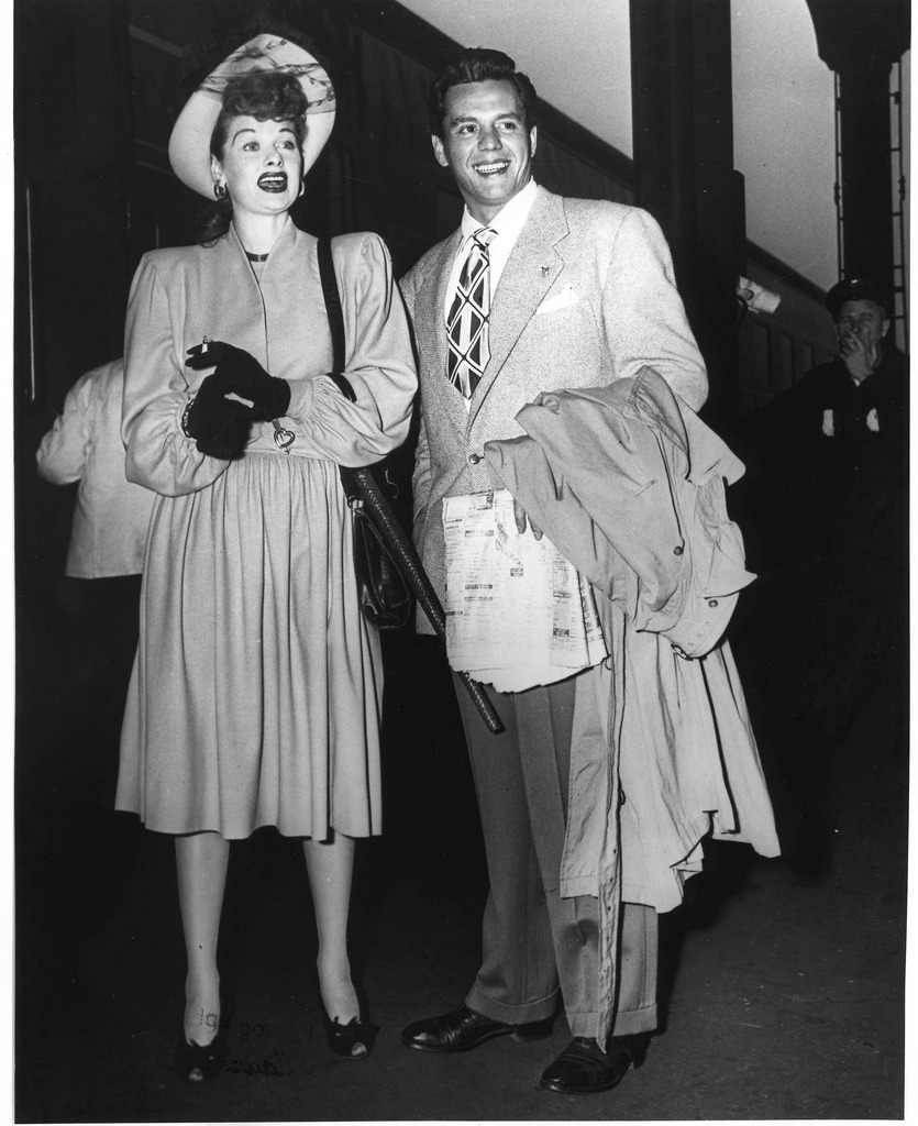 todaystie :     Lucy and Desi arriving at The Indian Wells hotel in Palm Springs.     i love old pictures like this. theres something old movie stars have which makes them all very special. almost they have a charm. they do it much better than any movie stars now a days…
