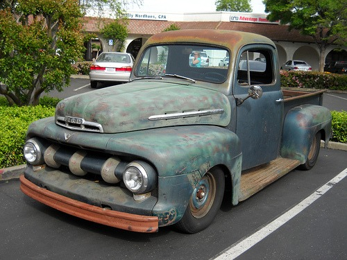 carpr0n :      Used and abused    Starring: '52 Ford F-100 Pickup   (by  jacksnell )