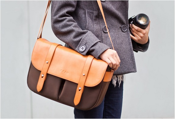 anchordivision :      Leather Camera Satchel