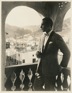 fuckyeahrudyvalentino: Rudolph Valentino at his Falcon Lair home