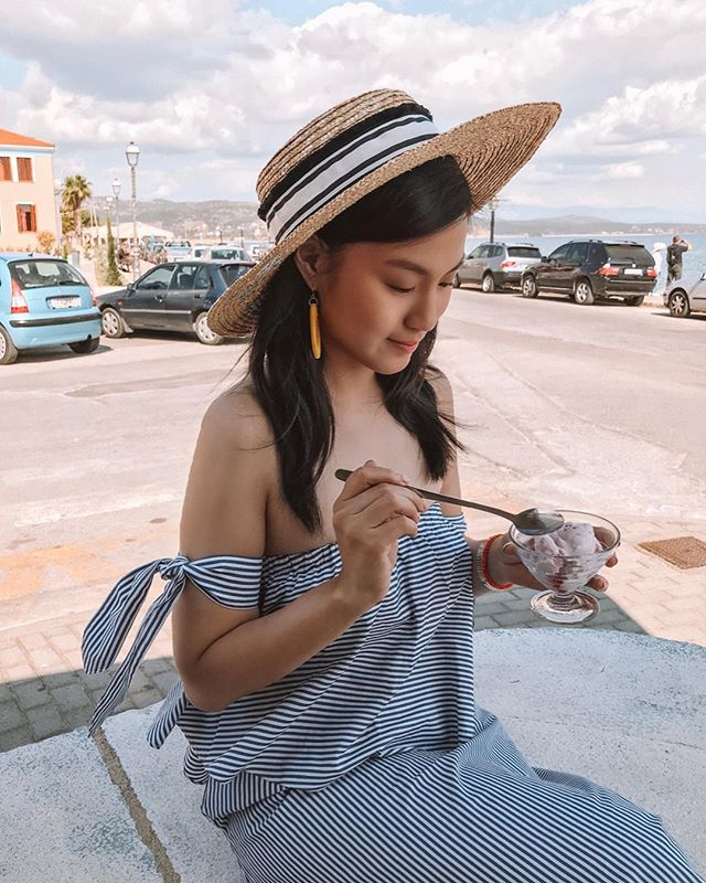 Dear Greece, you're making it really hard to diet with all the yummy greek yogurt and hot weather 👅 #AlyTravelDiary #AlyGoesToGytheio #AlyGoesToGreece