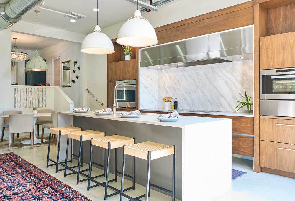 WEB_pam_aspenleaf_showroom_kitchen_walnut_73100.jpg