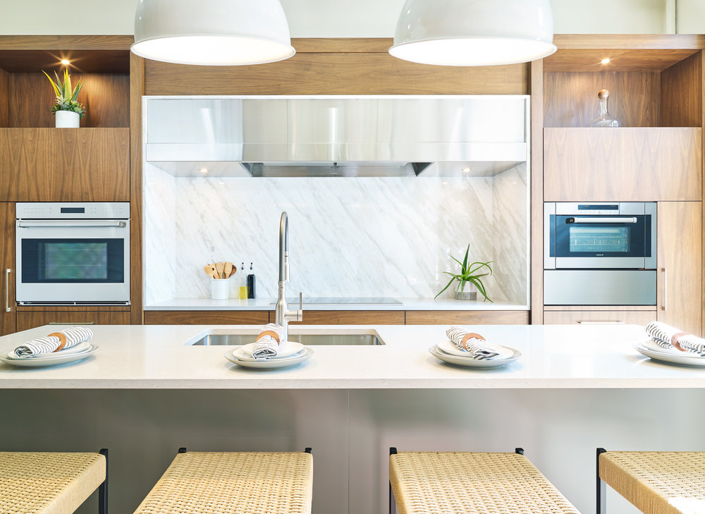 WEB_pam_aspenleaf_showroom_kitchen_walnut2_73122.jpg
