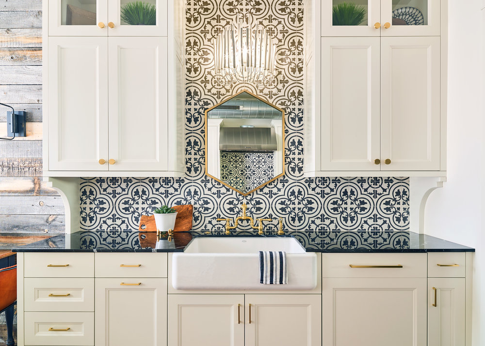WEB_pam_aspenleaf_showroom_kitchen_wht2_73053.jpg