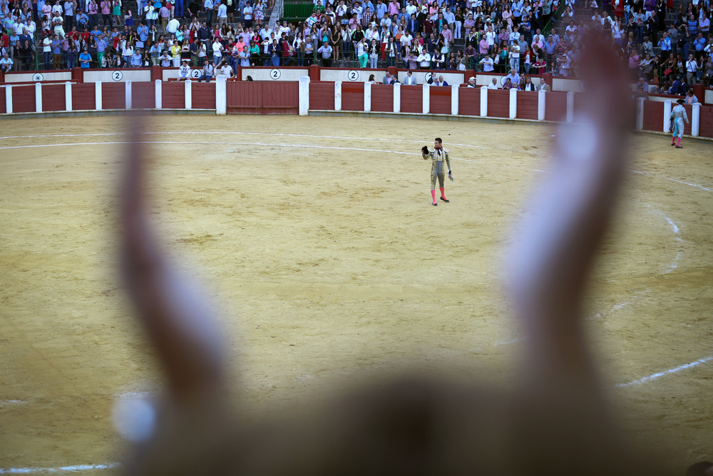The crowd applauds José María Manzanares after a successful and enjoyable bullfight. Matadors can be honored with up to three trophies in the ring: one ear for a good fight, two for an excellent one and both ears and the tail for a spectacular show. Manzanares won both ears.
