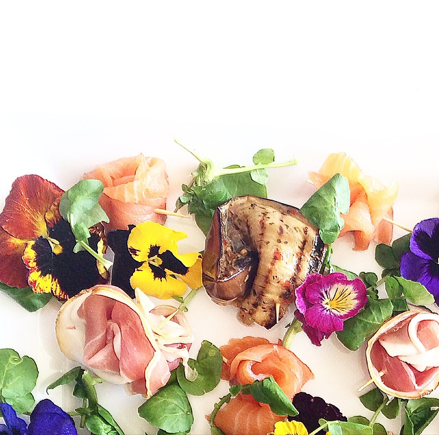 Antipasto rosebuds with pansies
