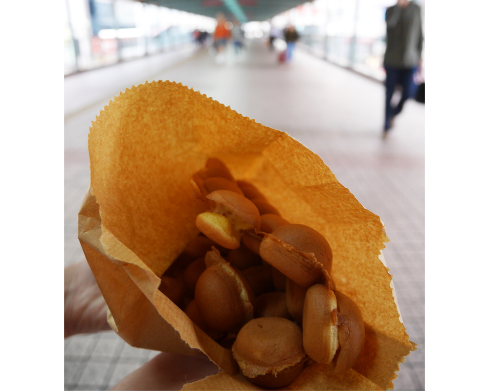 TOP 5 GO-TO SNACKS IN HONG KONG EGG WAFFLE | LAUGH TRAVEL EAT + THE SPICE GIRL BLOG