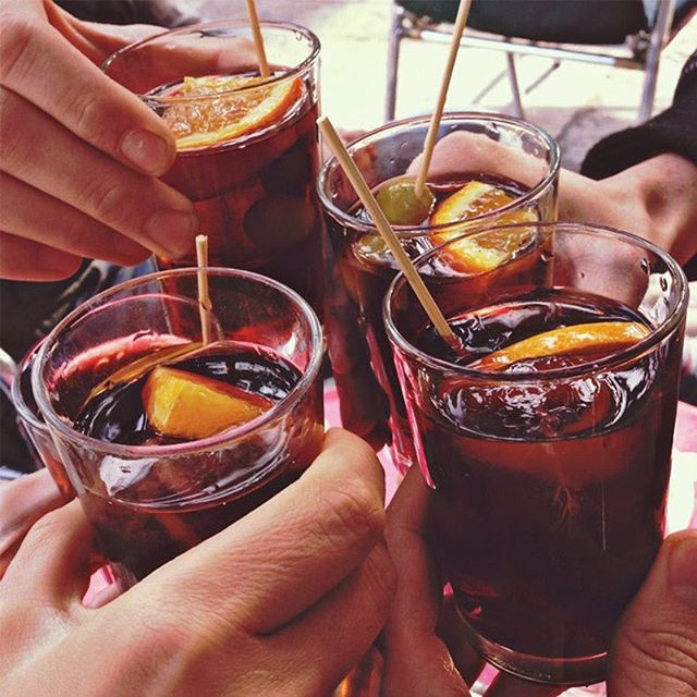 ¡Brindemos por el #Domingo! #Porfindomingo #Domingueando  #Sundaying #drinks#aperitivo#vermouth#vermut#instadrinks#vermuteo