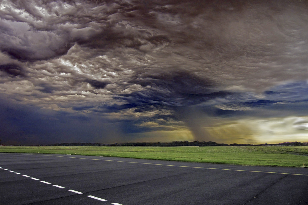 Approaching thunderstorm.