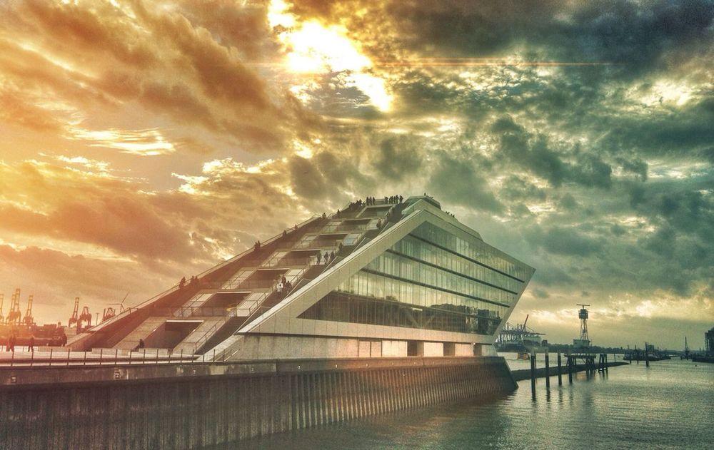 HamburgHarbourOfficeShip.jpg