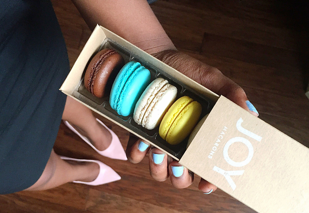 joy-macarons-box-review.jpg