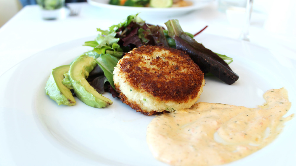 hattie's dallas crab cake entree salad