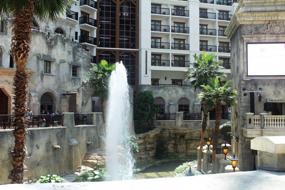 gaylord texan atrium water fountain