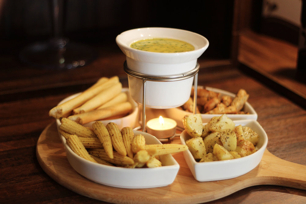 Fondue Options |  There is Almond & Cheese, Zesty Fiesta, Broccoli, Spinach & Cheese, Pesto, Original Cheese, and Pizza & Dips fondue.