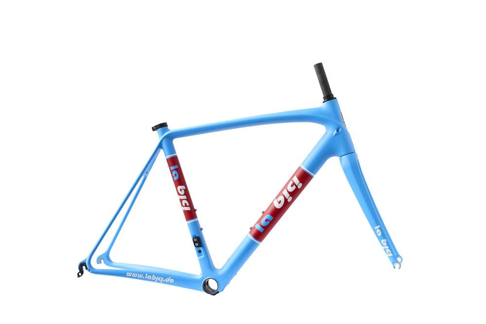 ENDURANCE - Endurance Rennrad Rahmen von La Bici legen viel Wert auf Ausdauer und Komfort. Dabei bieten sie eine hervorragende Fahrqualität die auch bei Radsportklassikern wie Paris - Roubaix oder der Flandern Rundfahrt zum Einsatz kommen. Der Fokus liegt auf einer bequemen und gleichzeitig sportlichen Sitzposition.