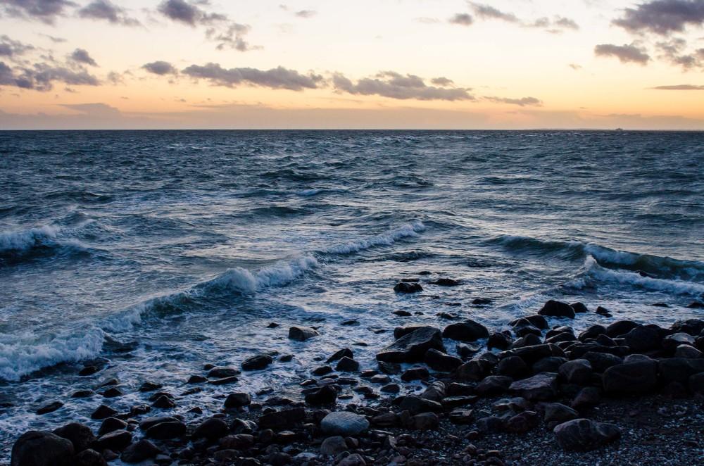 Adventure_photographer_ocean_sea_walk_sunset-5.jpg