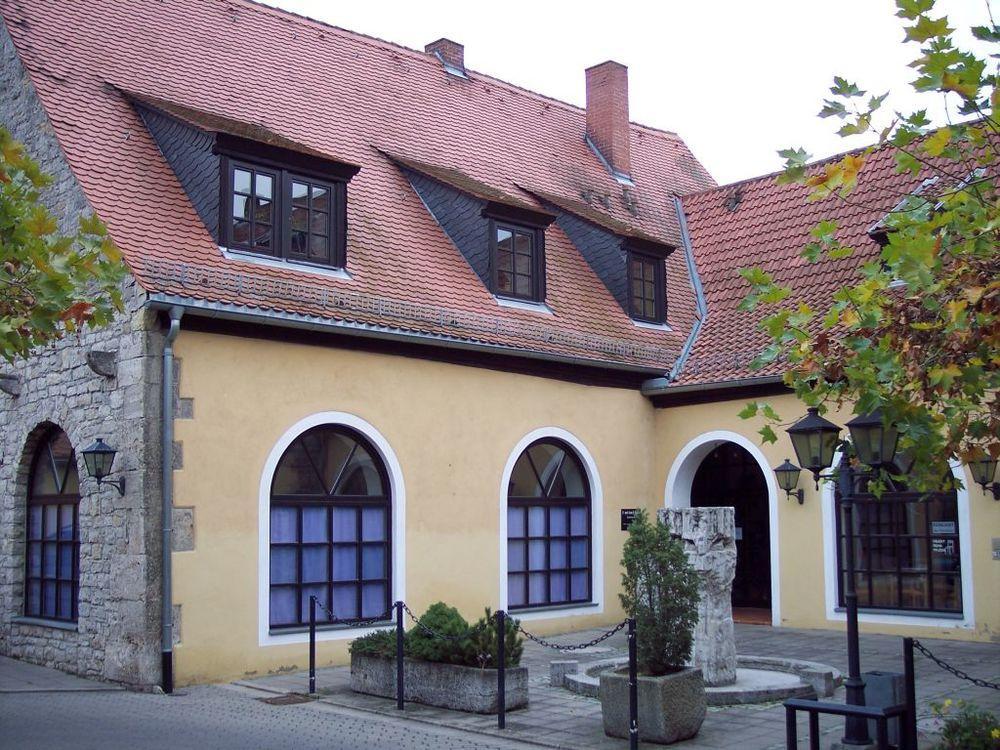 Die Praxis im historischen Kastenhof