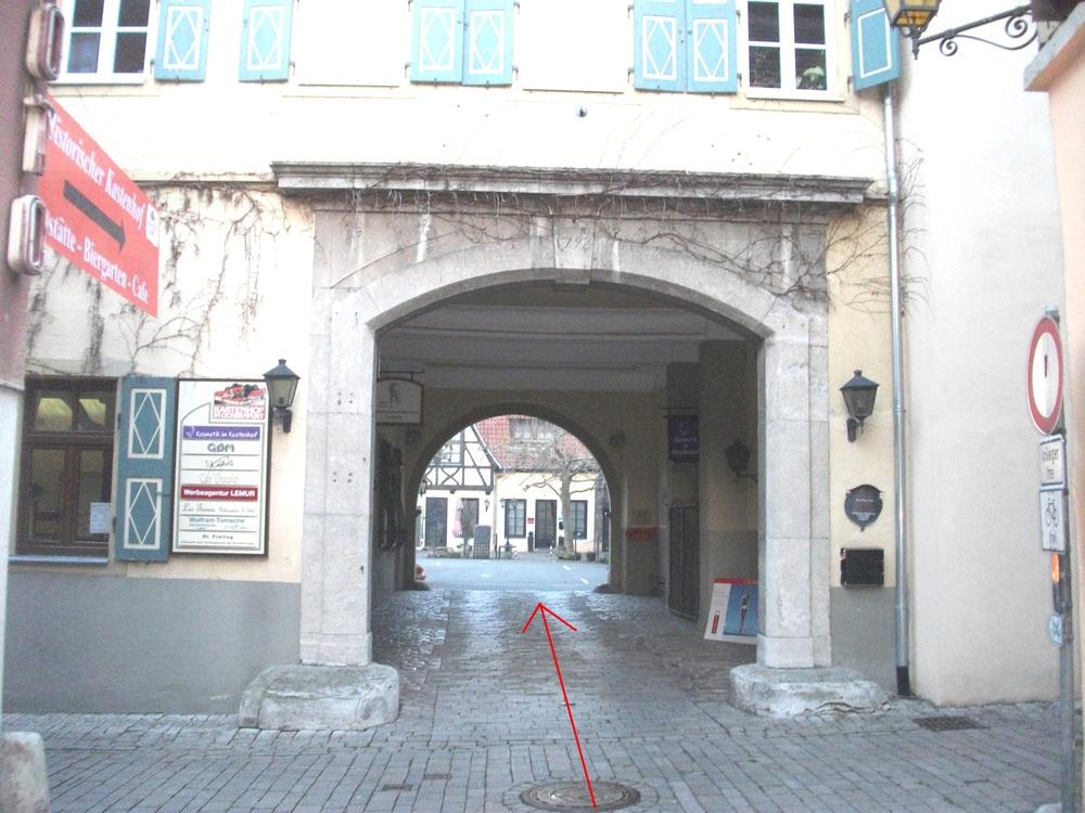 Einfahrt in den historischen Kastenhof
