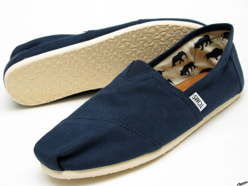 Toms-Navy-Canvas-Mens-Classics.jpg