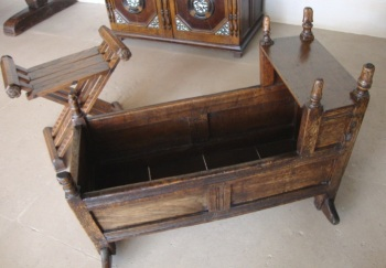 oak-hooded-cradle-17th-1683.jpg