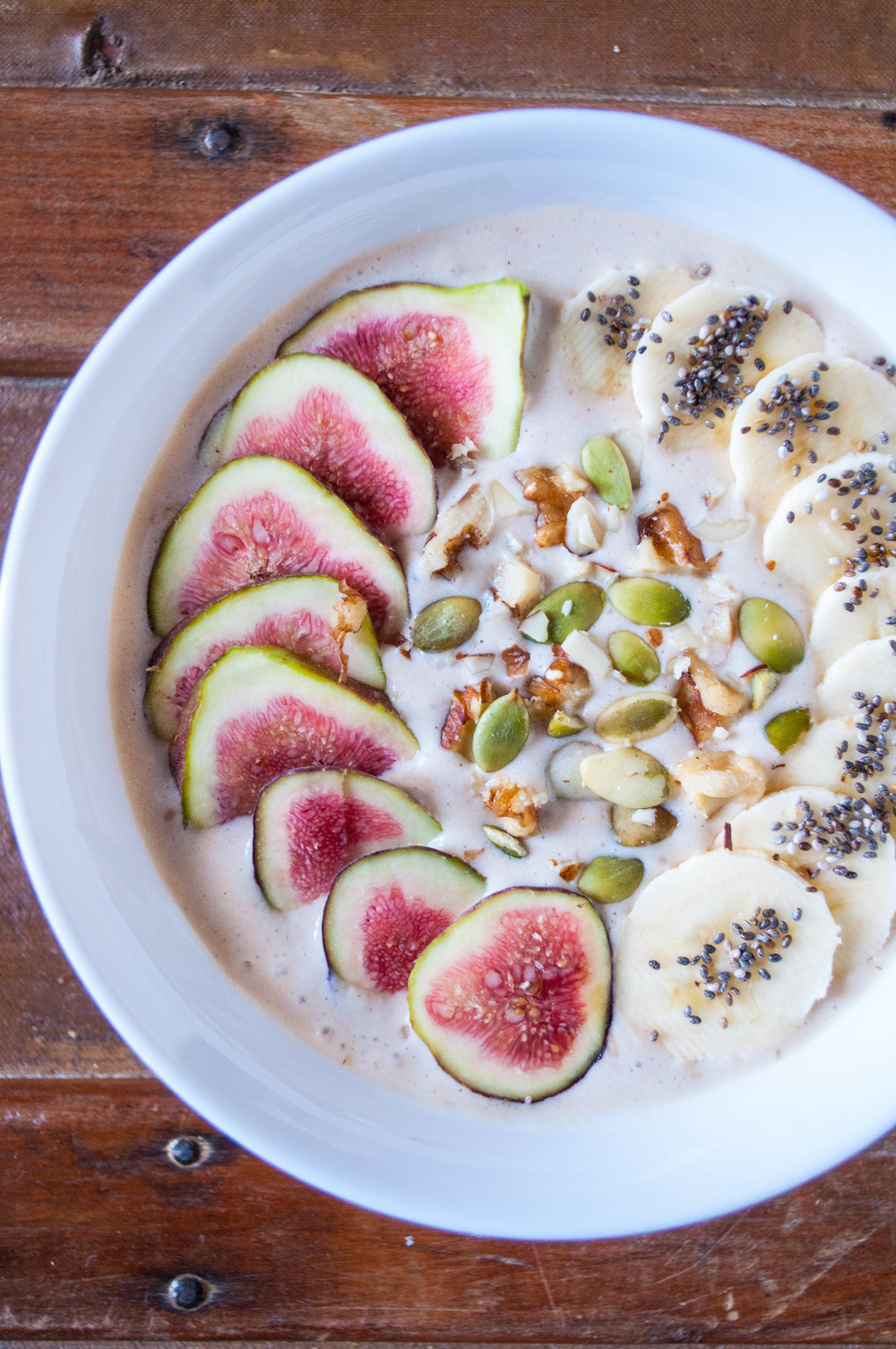 Holiday Detox: Banana, Fig & Chia Smoothie Bowl