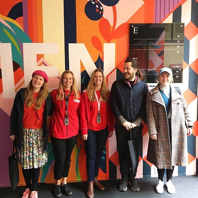 Må bli glad av den gjengen her. Oslo Røde Kors har fått nydelige vegger og happy skilting. We er stolte over å ha fått jobbe med det fine prosjektet. Digger veggene til Cecilie&Gilles. #skilting #urbangarden @gilles_cecilie @oslorodekors