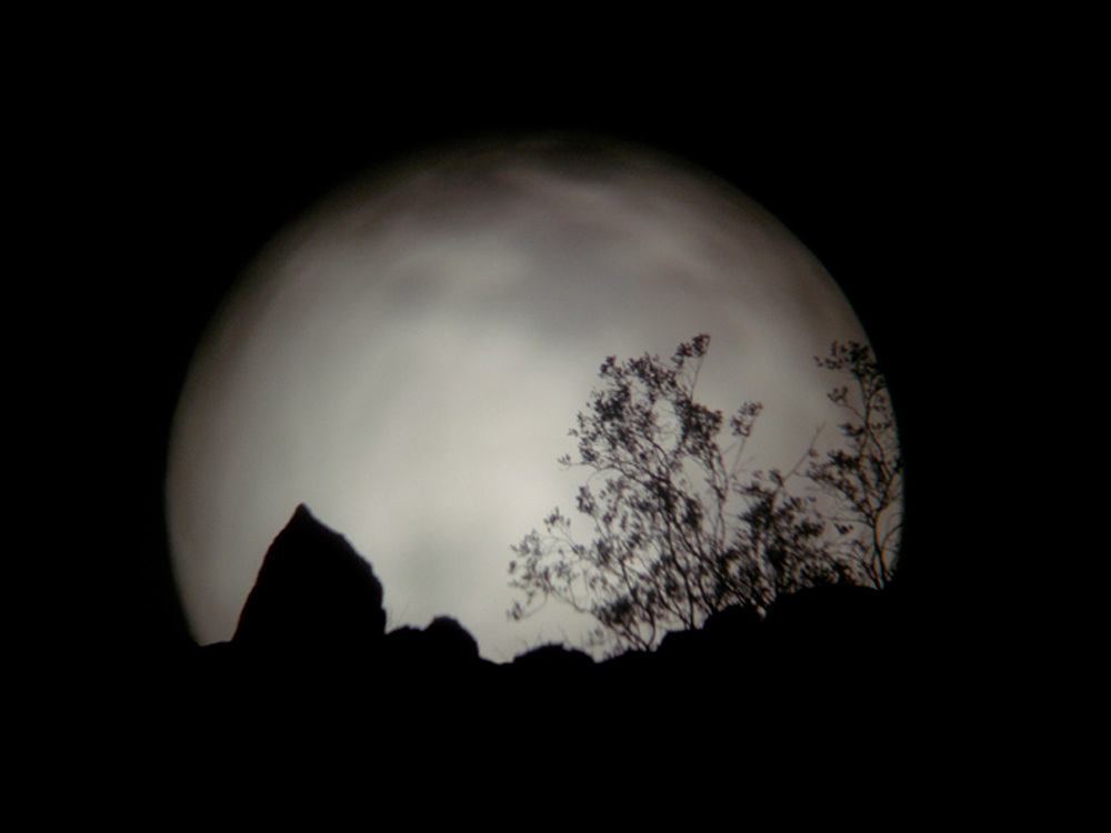 01_17_03moonrise thru telescope.jpg
