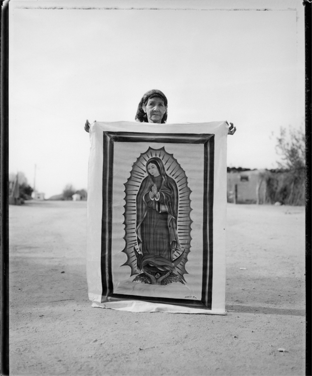 Woman with portrait of the Virgin, Querobabi, 1993