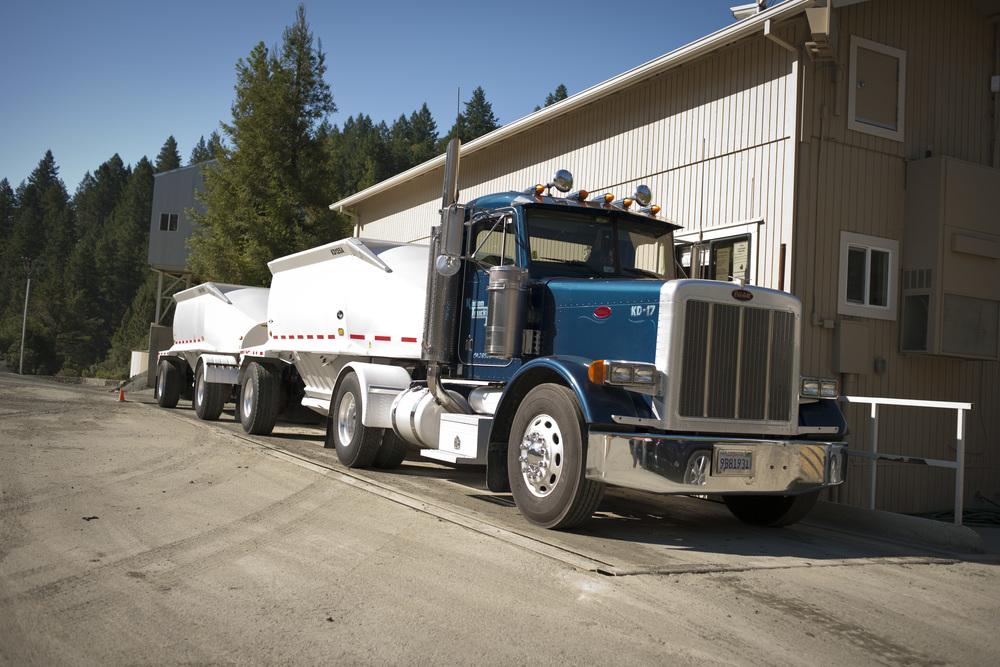 Kadon_Truck_DSC2046 Double Bottom dump.jpg