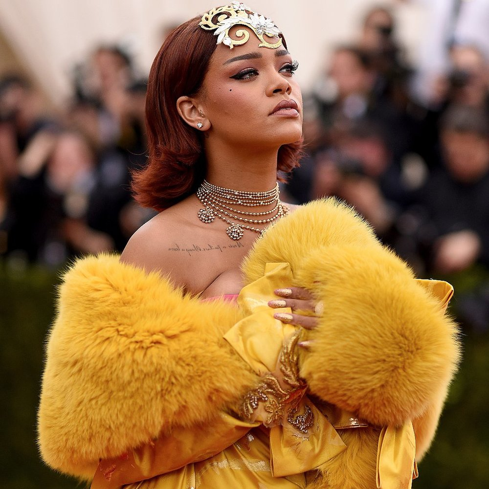 Rihanna-Dress-Met-Gala-2015.jpg