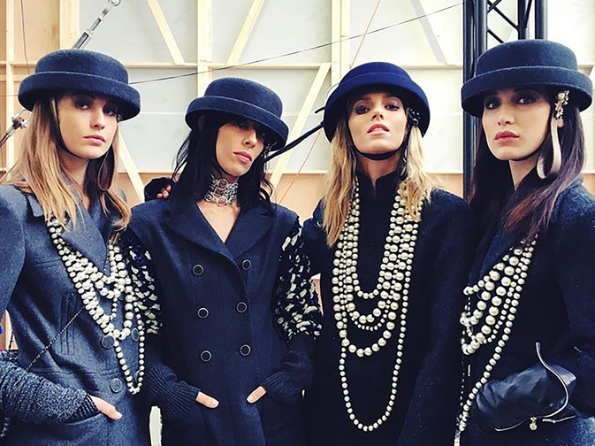 Karl Lagerfeld accessorizes the silhouettes of the Fall‑Winter 2016/17 Ready‑to‑Wear collection with layers of pearls worn as necklaces or bracelets.