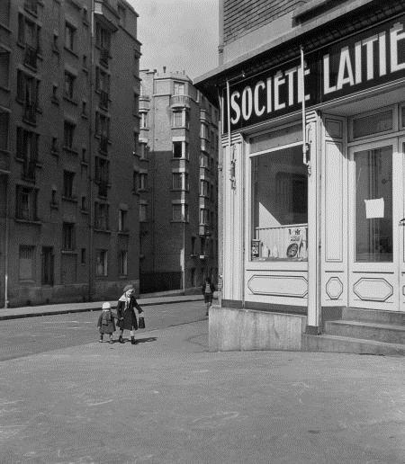 Robert Doisneau -Les petits enfants au lait 1934