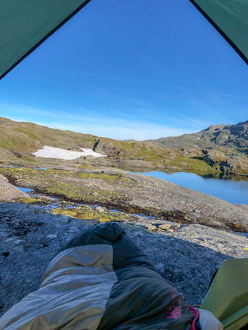 Waking up near Trolltunga. Deceptively empty.