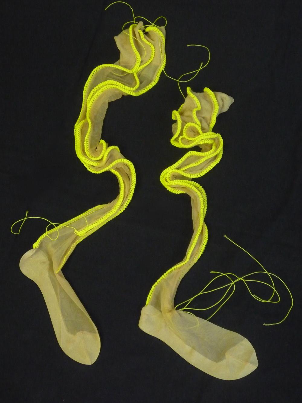 Schöne Herrscherin, Nylons, Maurerschnur, gestrickt, 102x15x3 cm