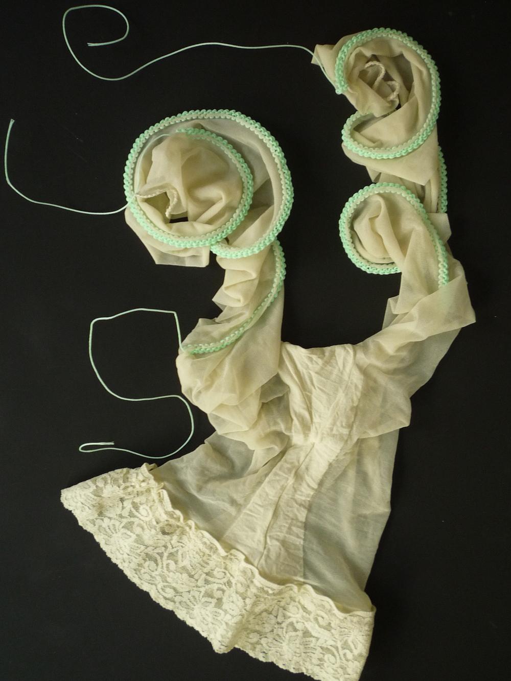 Wasserfee , Nylons, Maurerschnur, gestrickt, 60x30x 2,5 cm