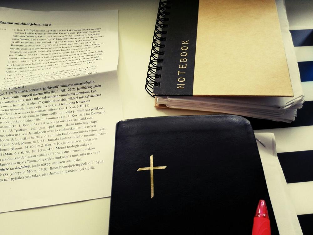 Henkilökohtaisesti voin sanoa, että sanan parissa vietetty aika ja Jumalan sanan tutkiminen ovat olleet suurimpia anteja koko koulun aikana!