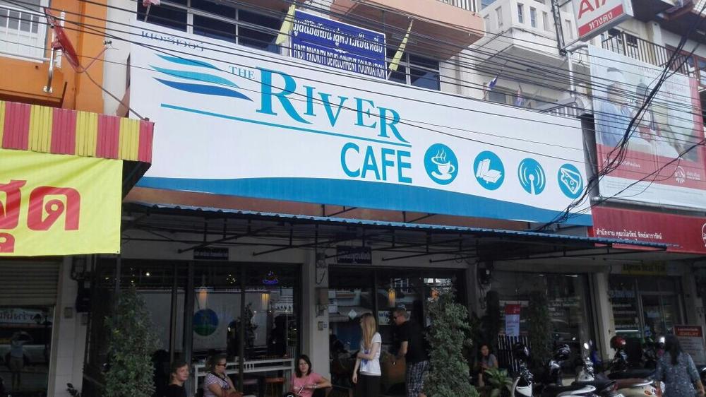 Riverin kahvila sijaitsee hyvällä paikalla