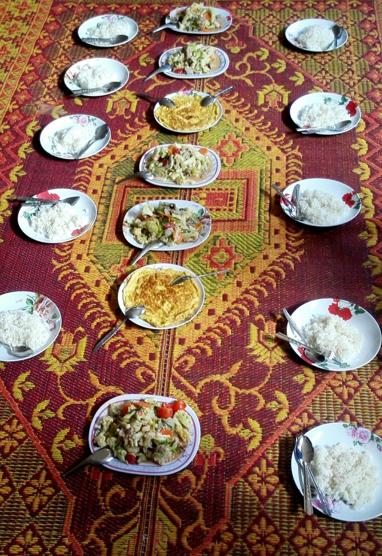 Kuuden päivän ajan saimme joka päivä kaksi lämmintä ateriaa, jotka olivat meitä varten valmistettuja. Sydäntä lämmitti niin paljon kun näki kuinka kyläpaikoissa isännät iloitsivat saadessaan pitää meitä vierainaan. Syötiin muuten reissun parhaat ruoat juurikin paikallisten kodeissa!;)
