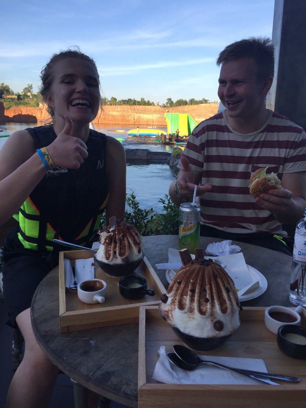 Monet meistä nauttivat myös semihermeettisistä jäätelöannoksista.. mutta täytyy kyllä todeta, että prameasta ulkomuodostaan huolimatta suomalaiselle jäätelölle ei tämäkään vetänyt vertoja.