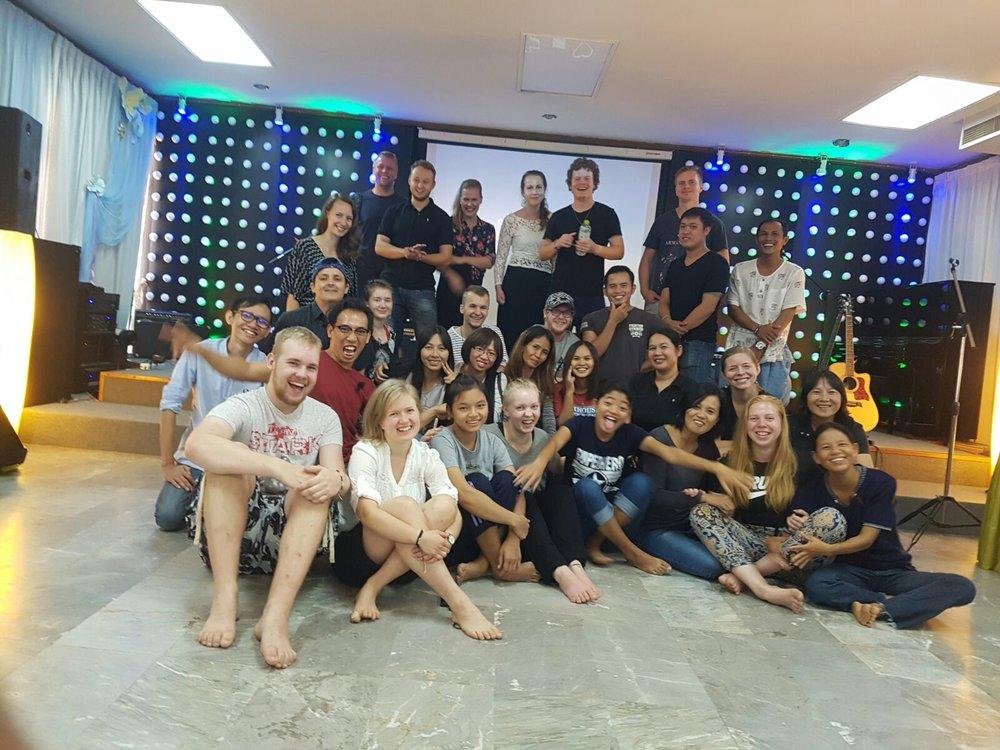 Kolmannen viikon perjantaiaamuna olikin sitten viimeinen päivämme Chiang Maissa. Hyppäsimme iltapäivällä junaan, joka kiikutti meidät Bangkokiin läpi öisen Thaimaan.