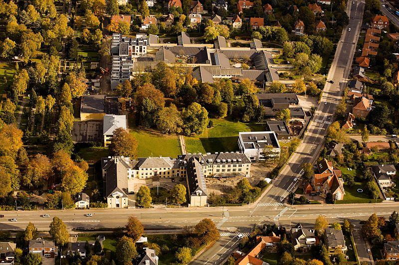Luftfoto over Rygaards skole og kompleks.jpg