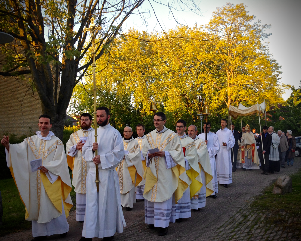 Procession Corpus Christi.png