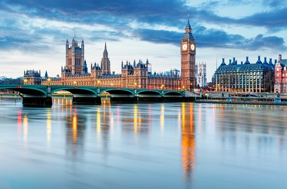 The River Thames flowing past the Houses of Parliament, London  (TTstudio/Shutterstock)