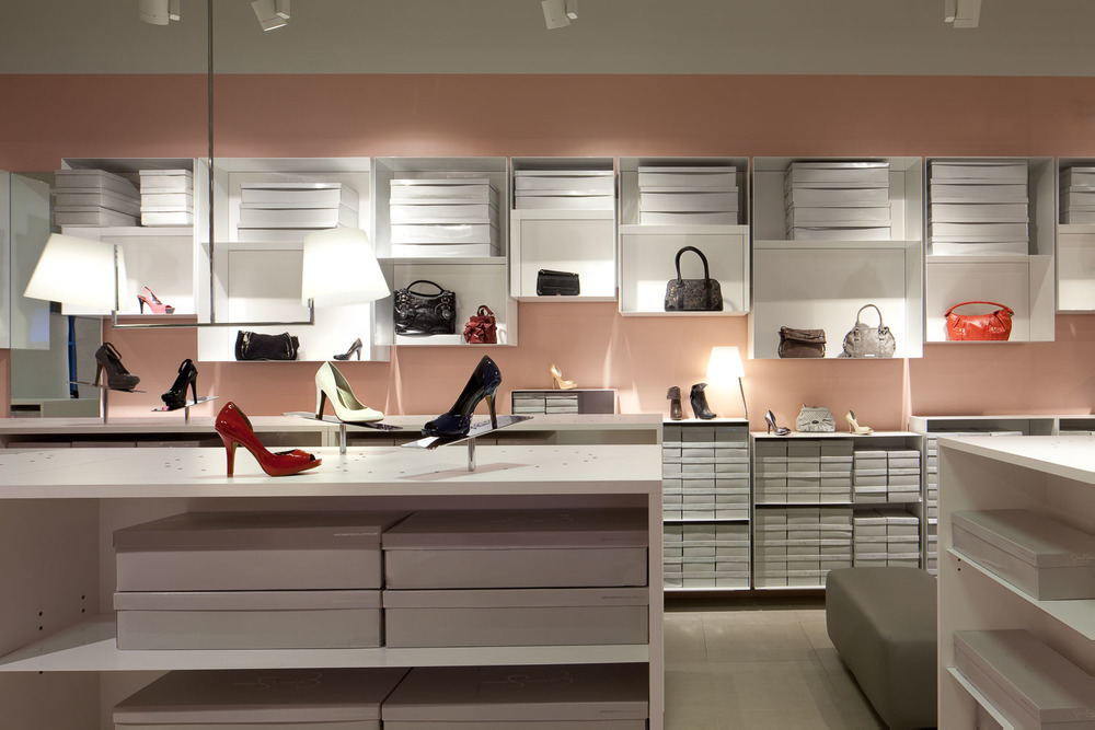 Vince Camuto Outlet Store Concept