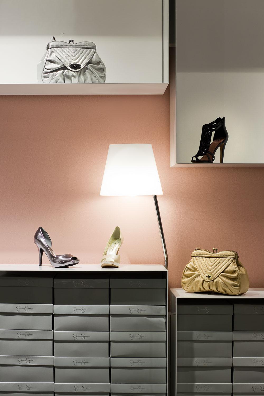 Vince Camuto Outlet retail store design concept