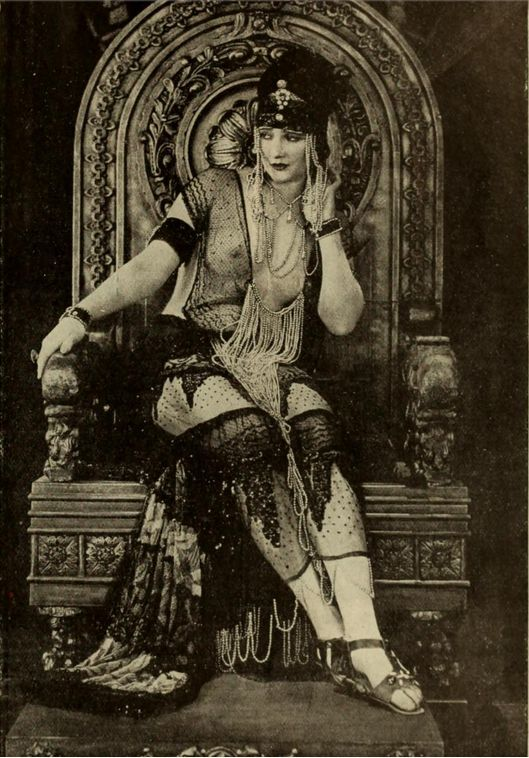 Betty Blythe as the Queen of Sheba, 1921