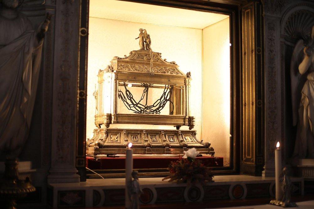 Pilgrimage_Rome_3130_Chains.jpg