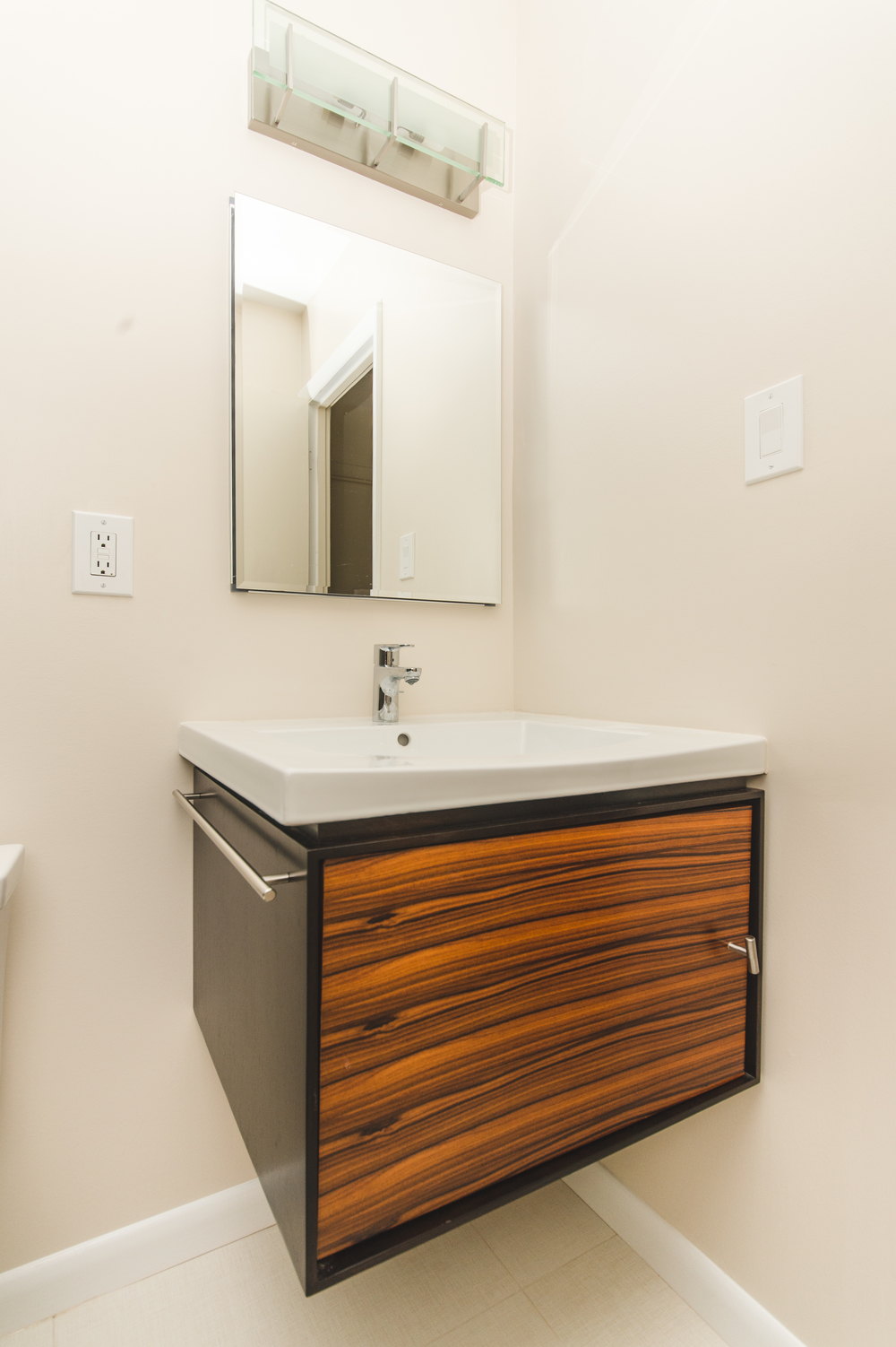 Claudia Silver Spring two Bathrooms-23.jpg