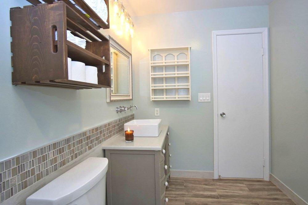 Bathroom remodeler Rockville MD-16.JPG